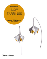 New Earrings: 500+ Designs from Around the World Cover